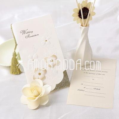Florales Estilo Tri-Fold Invitation Cards con Borlas (Juego de 10) (114032377)