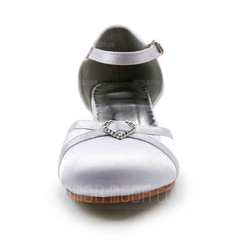 Vrouwen Satijn Low Heel Closed Toe Flats met Gesp Strass (047011837)