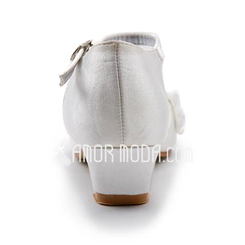 Frauen Satin Niederiger Absatz Geschlossene Zehe Flache Schuhe mit Schnalle Stich Spitzen (047011900)