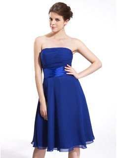 A-Line/Princess Strapless Knee-Length Chiffon Bridesmaid Dress With Ruffle Bow(s) (007026283)