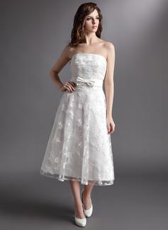 Forme Princesse Sans bretelle Longueur mollet Satiné Dentelle Robe de mariée avec À ruban(s) (002016315)
