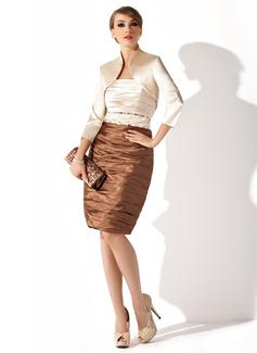 Etui-Linie Trägerlos Knielang Charmeuse Kleid für die Brautmutter mit Rüschen Perlen verziert (008006151)
