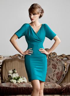 Etui-Linie V-Ausschnitt Kurz/Mini Jersey Kleid für die Brautmutter mit Rüschen (008013810)