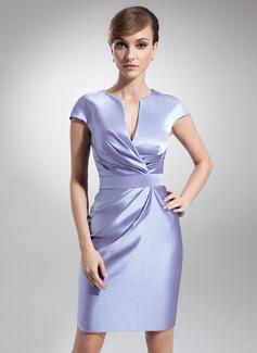 Etui-Linie V-Ausschnitt Knielang Satin Kleid für die Brautmutter mit Rüschen (008006208)
