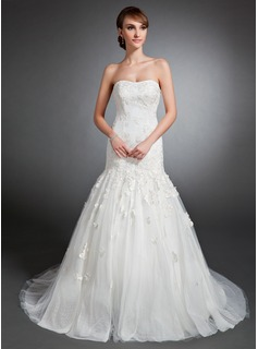 Trumpet/Mermaid Sweetheart Court Train Tulle Wedding Dress With Appliques (002015135)