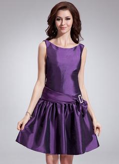 A-Line/Princess Scoop Neck Knee-Length Taffeta Cocktail Dress With Sash Bow(s) (016008841)
