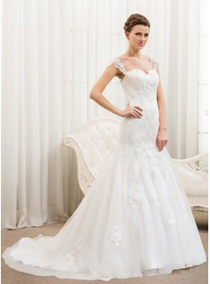 Trumpet/Mermaid Sweetheart Court Train Tulle Wedding Dress With Appliques Lace (002054376)