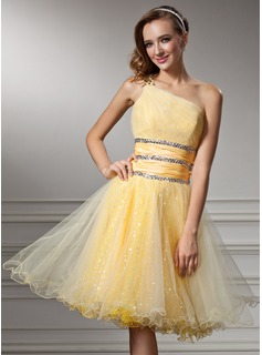 A-Line/Princess One-Shoulder Knee-Length Taffeta Tulle Homecoming Dress With Ruffle Beading Sequins (022008988)