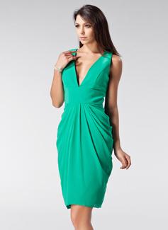 Etui-Linie V-Ausschnitt Knielang Chiffon Festliche Kleid mit Rüschen (020036586)