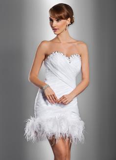 Etui-Linie Herzausschnitt Kurz/Mini Satin Organza Brautkleid mit Rüschen Perlen verziert Federn Blumen (002012076)