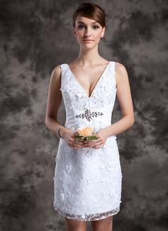 Forme Fourreau Col V Court/Mini Dentelle Robe de mariée avec Emperler (002014977)