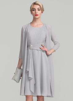 A-Linie/Princess-Linie U-Ausschnitt Knielang Chiffon Kleid für die Brautmutter mit Perlstickerei Gestufte Rüschen (008114231)