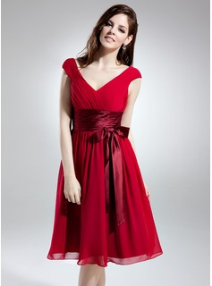 A-Line/Princess V-neck Knee-Length Chiffon Bridesmaid Dress With Ruffle Bow(s) (007051850)