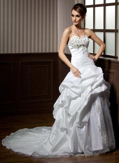 A-Line/Princess Sweetheart Chapel Train Taffeta Organza Wedding Dress With Ruffle Lace Beading (002004162)