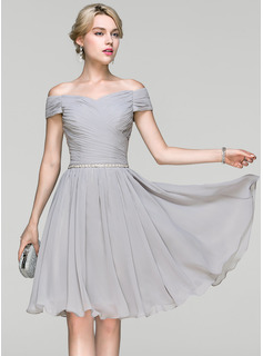 A-Line/Princess Off-the-Shoulder Knee-Length Chiffon Prom Dress With Ruffle Beading (018113164)