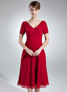 A-Linie/Princess-Linie V-Ausschnitt Knielang Chiffon Kleid für die Brautmutter mit Rüschen (008016007)