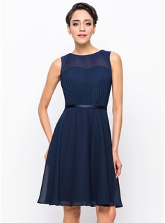 A-Line/Princess Scoop Neck Knee-Length Chiffon Cocktail Dress With Pleated (016055951)