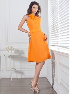 A-Line/Princess Scoop Neck Knee-Length Chiffon Bridesmaid Dress With Ruffle Flower(s) Bow(s) (007004128)