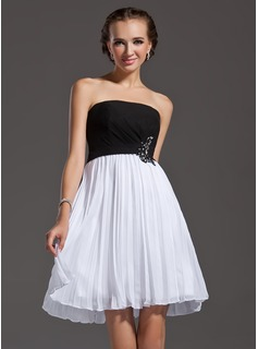 A-Line/Princess Strapless Knee-Length Chiffon Homecoming Dress With Lace Beading Sequins Pleated (022003207)