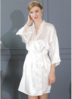 la mariée Demoiselle d'honneur charmeuse avec Court Kimono robes (248187036)