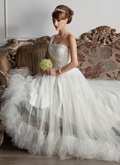 Forme Princesse Encolure asymétrique Traîne moyenne Tulle Robe de mariée avec Plissé Emperler Plumes (002000576)