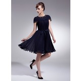 A-Line/Princess Scoop Neck Knee-Length Chiffon Homecoming Dress With Beading Bow(s) Pleated (022009008)