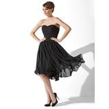A-Lijn/Prinses Sweetheart Knie-Lengte De Chiffon Little Black Dresses met Roes (043004243)