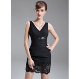 Etui-Linie V-Ausschnitt Kurz/Mini Chiffon Kleid für die Brautmutter mit Rüschen Spitze Perlen verziert (008016280)