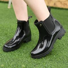 Frauen PVC Niederiger Absatz Stiefel Stiefel-Wadenlang Regenstiefel mit Niete Schuhe (088131042)