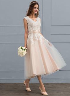 Corte A Decote V Comprimento médio Tule Vestido de noiva com Curvado (002117099)