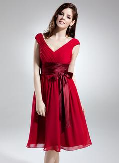 A-Line/Princess V-neck Knee-Length Chiffon Bridesmaid Dress With Ruffle Bow(s) (007051850)